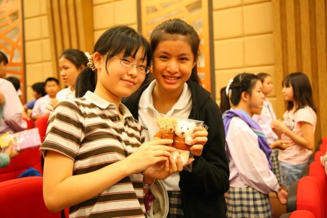 students Thai and Japanese activities making friends at Varee School Chiang Mai International Educaiton